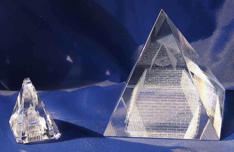 Подарки и сувениры из оптического стекла